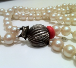Fix a broken pearl necklace