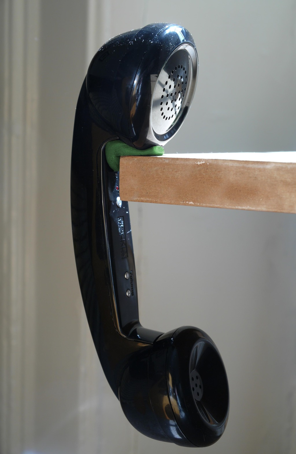 Hang retro internet phones off sugru grips