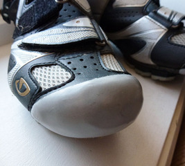 Renew worn cycling shoe toes