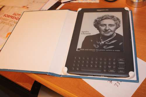 How to Make a Kindle Case or Tablet Case from a Vintage Book | Sugru